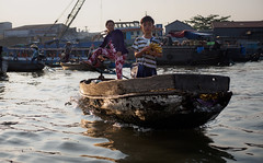 Bananas arriving (grapfapan) Tags: street people river market vietnam mekongdelta mekong floatingmarket