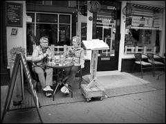 Deventer (NL) - 2016/05/17 (Geert Haelterman) Tags: blackandwhite white black holland monochrome candid nederland streetphotography olympus zwart wit deventer geert streetshot photoderue straatfotografie photographiederue fotografíadecalle strassenfotografie fotografiadistrada haelterman omdem10