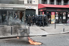 Paris (Federico Verani) Tags: street city paris france streets june work photography riot police travail strike rue legge francia citt loi parigi lavoro teargas polizia grve sciopero clashes generalstrike 2016 casseur grvegnrale scontri lacrimogeni scioperogenerale elkhomri loitravail loielkhomri 14june2016