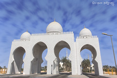 The Entrance (ashrafali photography) Tags: dubai uae mosque abudhabi placesofworship unitedarabemirates maingate theentrance almasjid almajlis thegrandmosque sheikhzayedmosque sheikhzayedgrandmosque