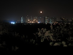 IMG_0096 Moon Rising (Tarun Chopra) Tags: canon nightshot fullmoon gurgaon s100 canons100 canonpowershots100 valleyviewapartments faridabadroad