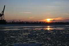 Sunset over the frozen Elbe (Vahancho) Tags: winter sunset ice germany frozen hamburg alster elbe
