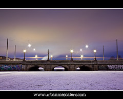 Copenhagen [Denmark] -  Missing Light On Queen Louise's Bridge (UrbanMescalero) Tags: bridge winter snow ice copenhagen denmark lights twilight traffic nrrebro danmark kbenhav