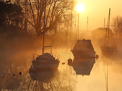 ........... (Chrisconphoto) Tags: mist boats wareham frome goodlight riverfrome dorest