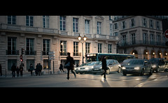 Red Light Runner (Cosoo Reds) Tags: light red cinema motion paris france canon efs1855mm running concorde florian reds cinematic 25mm t21 tuilerie 550d besnard cosoo
