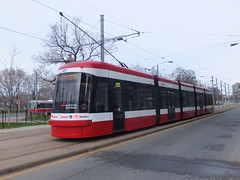 Toronto 4417 Fleet Loop (Guy Arab UF) Tags: toronto canada america loop trolley ttc north tram pole transit outlook streetcar fleet commission tramway current articulated collector bombardier 4417 cityrunner flexity 5section