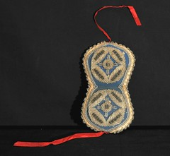 Iroquois Beadwork Needle Case (Teyacapan) Tags: beads sewing crafts indian nativeamerican needles beadwork iroquois