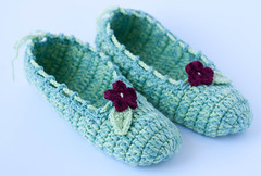 Slippers with a flower (Alla Pimm) Tags: flower socks comfortable soft sandals petal houseshoes indoorshoes acrylicyarn crochetslippers womenslippers yarnslippers crochetcreation hookedhouse crochetwomenslippers