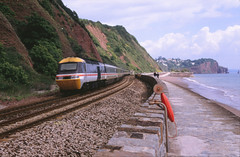 14932 on the seawall nearby Teignmouth 2nd May 1995 (peter_schoeber) Tags: seawall teignmouth devoncornwall brclass43 vakantieindevoncornwall 2mei1995 2ndmay1995 seawallbetweendawlishandteignmouth brhstpowercarclass43