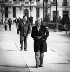 Cigarette Break (Hans Maso) Tags: madrid park street city people urban blackandwhite man men canon blackwhite spain candid 85mm oldman smoking cigarettes 50d ef85mmf12liiusm palaciorealdemadrid canoneos50d