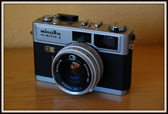 A time capsule... S/N 780429 (Oxiourus with slow internet) Tags: film 35mm vintage minolta rangefinder himatic filmcamera