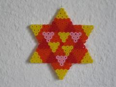 Stern mit Dreiecken in Orange (petuniad) Tags: beads hama perler prlplattor hamabeads perlerbeads strijkkralen bgelperlen buegelperlen