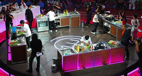 The Final Four kiddie cooks prepare their dream dishes at the Junior MasterChef Pinoy Edition The Lice Cook-off