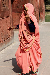 Old Lady at the Red Fort (cowyeow) Tags: street old travel portrait people woman india delhi indian elderly rajasthan newdelhi redfort olddelhi