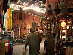 Marrakech :: Souk (Waldir PC  Ana Claudia Crispim) Tags: africa morocco maroc marrakech marrakesh marrocos donana waldirpc