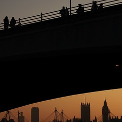 bridge (Cosimo Matteini) Tags: street people london silhouette skyline pen person cityscape candid housesofparliament bigben landmark olympus clocktower zuiko hungerfordbridge waterloobridge palaceofwestminster clich shellbuilding westminsterpalace m43 mft 45mmf18 greatclockofwestminster epl1 cosimomatteini