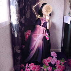 La vanidad (Los 7 pecados capitales) - Vanity (Seven Deadly Sins) (Lunayda) Tags: flowers roses girl skeleton mirror nikon dress purple room vanity victorian sevendeadlysins