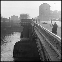 Blackfriars morning (Fusty Box) Tags: london thames river hp5 ilford blackfriarsbridge autaut autumn1977