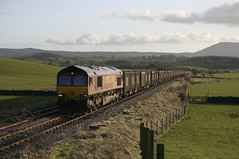 66 121 with gypsum train 6C40 near Newsholme. (Marra Man) Tags: class66 ews newsholme freightlines containertrain 66121 britishgypsum class660 dbschenker hellifieldblackburnline 6c40