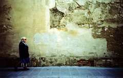 E va, e va... (ale2000) Tags: street woman muro wall florence donna lomo lca kodak decay crossprocess candid ruin sidewalk elderly firenze ruined rovina marciapiede decadenza viadellagnolo ruination e100 donnina