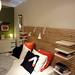 技ありヘッドボードの付いたイケアのベッドの写真