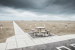Il tavolo rotondo (Vanda Guazzora) Tags: rimini autunno lungomare spiaggia abbandono formeegrafismi