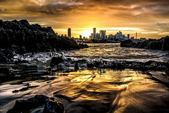 Sunset on fire - Natal-RN (rqserra) Tags: city sunset pordosol cidade brazil sun building sol praia beach brasil landscape fire soleil mar zonsondergang tramonto sonnenuntergang coucher paisagem prdios entardecer waterscape solnedgng rqserra
