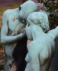 Das wird! (niedersachsenfoto) Tags: dresden skulptur mann frau grabmal niedersachsenfoto alterannenfriedhof