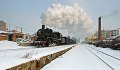 Thrashing up to Beichang (Kingmoor Klickr) Tags: china snow heilongjiang industrial railway steam coal province sy hoppers 1351 washery jixi chengzihe beichang chengzihecolliery