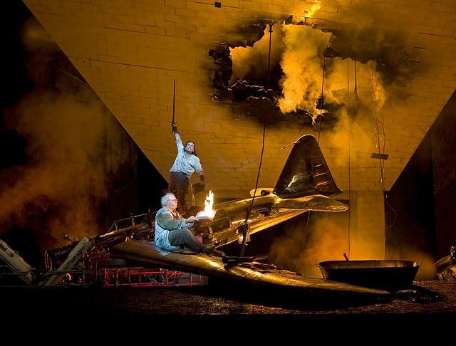John Treleaven as Siegfried and Gerhard Siegel as Mime in Siegfried © Clive Barda/ROH 2007