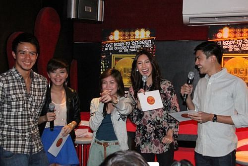 Nominee Yeng with MYX VJs during MMA 2012 announcement of nominees (photo by Allan Sancon)