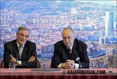 (Soniko   Kaleko Begiak) Tags: barcelona de bilbao catalunya xavier pays vasco euskadi pais ayuntamiento iñaki ajuntament euskal herria pnv azkuna bilboko ciu udala trías