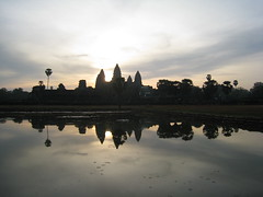 2012 03 04 - 185200z - Angkor Wat, sunrise - L 044