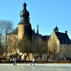 Gemener Winter (xmyrxn) Tags: winter castle ice fort schloss eis burg borken schlittschuh gemen xmyrxn