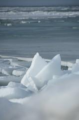 ijsschotsen bij dijk 17 februari 2012 (Betty Oosterveen) Tags: dijk lelystad ijs ijsschotsen kruiendijs markermeerijsijsschotsenkruiendijslelystaddijk