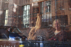 RIFLESSI (Aristide Mazzarella) Tags: canon street reportage photography photo foto danimarca denmark copenaghen attimi aristidemazzarella aristide copenhagen caf photographer fotografo fotografiprovinciadilecce arte art mazzarella fotografi della nella nel del provincia di lecce salento