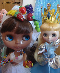 Naomi de baiana e Ivy de princesa!!!