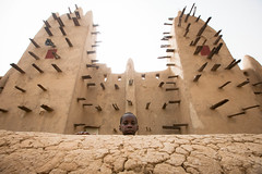 the boy in the Mosque of san,made of mud, Mali (anthony pappone photography) Tags: africa niger architecture canon children san mud mosque westafrica afrika mali afrique moschea segou 非洲 مالي アフリカ 아프리카 الساحل мали 庭師 africantribe африка 말리 馬里 अफ्रीका サヘル 薩赫勒 сахель माली