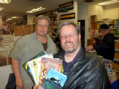Bill Willingham & me (TooMuchDew) Tags: comics comicbook dungeonsdragons booksigning fables fairest ironwood elementals billwillingham againstthegiants toomuchdew sourcecomicsgames billtoenjes downthemysterlyriver justicemachineannual1