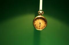 Tempo (Jmaluca) Tags: verde portugal tempo relógio antigo horas ponteiros