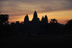 2012 03 04 - 233057z - Angkor Wat, sunrise - U 014