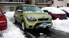 Soul free from snow (SchuminWeb) Tags: county winter urban snow storm green cars car silver spring md ben web parking alien hill snowstorm maryland vehicles soul vehicle parked montgomery kia february aspen suv storms silverspring crossover 2014 aspenhill xuv schumin schuminweb