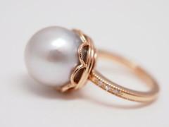 真珠のエンゲージリング South Sea Pearl and  single cut diamond Engagement Ring (jewelrycraft.kokura) Tags: diamond pearl 指輪 pinkgold 18k 真珠 milgrain ダイヤモンド 婚約指輪 エンゲージリング ピンクゴールド ダイヤ