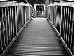 - the boardwalk - (-wendenlook-) Tags: street bridge bw monochrome streetphotography olympus panasonic sw brcke 1718 gm1