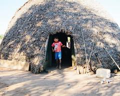 Aldeia Quatro Cachoeiras (fergprado) Tags: travel boy brazil man brasil culture homem cultura tribo indigenous oca ndio aoarlivre idigena