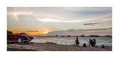 yoga (stilux) Tags: sunset woman sun holiday man beach yoga strand sunrise relax thailand island women asia sonnenuntergang outdoor urlaub alien relaxing insel frame frau koh tao sonne sonnenaufgang kohtao mnner frauen fotorahmen