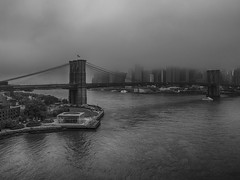 Brooklyn Bridge (B/W) (frankps) Tags: new york blackandwhite fog skyline brooklynbridge