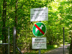 Waldfriedhof Haar / Cemetery Haar (Wolkenkratzer) Tags: cemetery sign munich mnchen entrance haar waldfriedhof jagdfeldring
