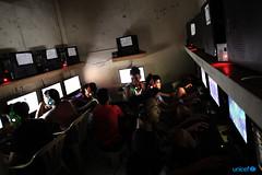 Alcuni ragazzi giocano ai videogiochi on line in un Internet Caff (unicefitalia) Tags: internet protezione filippine adolescenti cyberbullismo sfruttamentosessuale