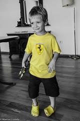 Nico (lozadam63) Tags: play jugar nio juguete crocks amarilas nikond7100